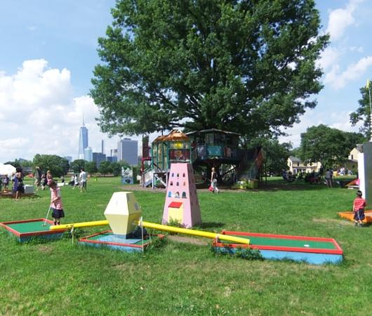 ガバナー島のユニークなアートいっぱいの芝生広場 Nolan Park_b0007805_20115656.jpg