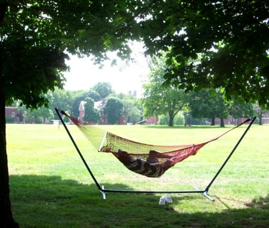 ガバナー島のユニークなアートいっぱいの芝生広場 Nolan Park_b0007805_20152796.jpg
