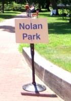 ガバナー島のユニークなアートいっぱいの芝生広場 Nolan Park_b0007805_20304645.jpg