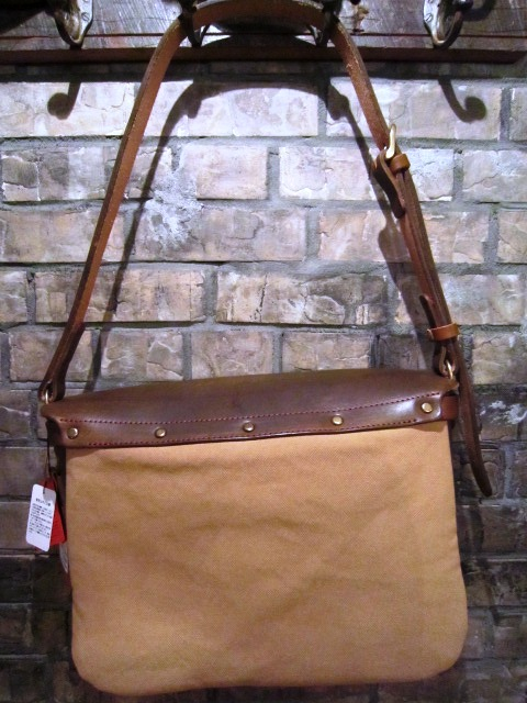 "SLOW ""tannin Flap Shoulder Bag\"" ご紹介_f0191324_7264415.jpg"
