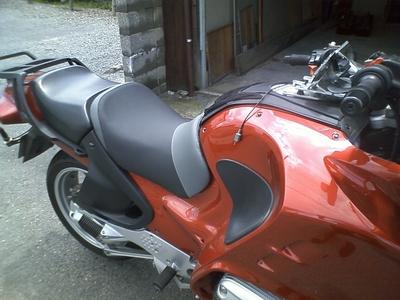BMWにバイクザシートインサイド_e0114857_20443368.jpg
