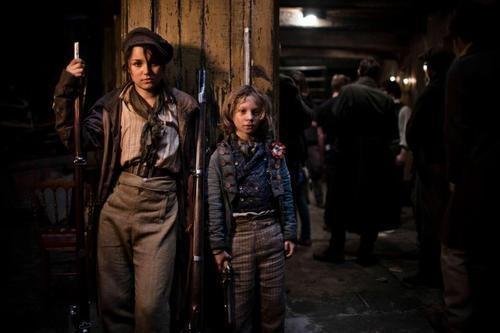 レ・ミゼラブル2012映画のエポニーヌとガブローシュの画像