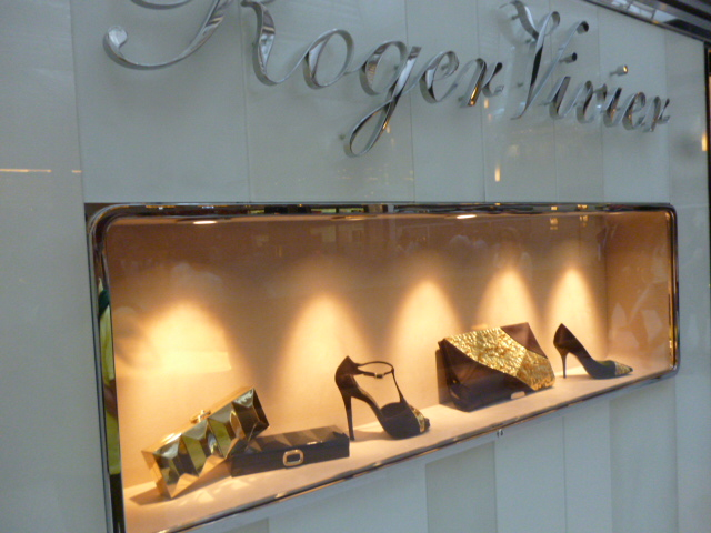 Roger Vivier Hong Kong  Shop  Report_b0210699_23255981.jpg