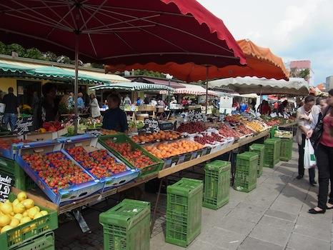 Suedbahnhof Markt@リンツ(市場に行く)_f0200015_16463029.jpg