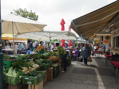 Suedbahnhof Markt@リンツ(市場に行く)_f0200015_16463760.jpg