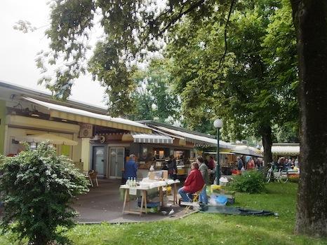 Suedbahnhof Markt@リンツ(市場に行く)_f0200015_16471180.jpg