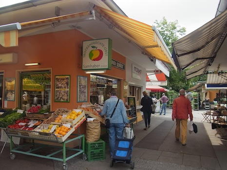 Suedbahnhof Markt@リンツ(市場に行く)_f0200015_16471651.jpg