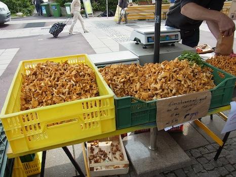 Suedbahnhof Markt@リンツ(市場に行く)_f0200015_16474353.jpg