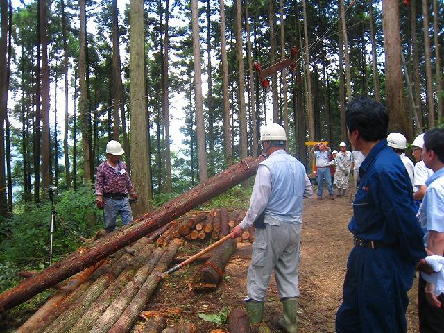 新聞記事から(高知新聞)自伐型林業「普及を応援」_a0051539_3201432.jpg