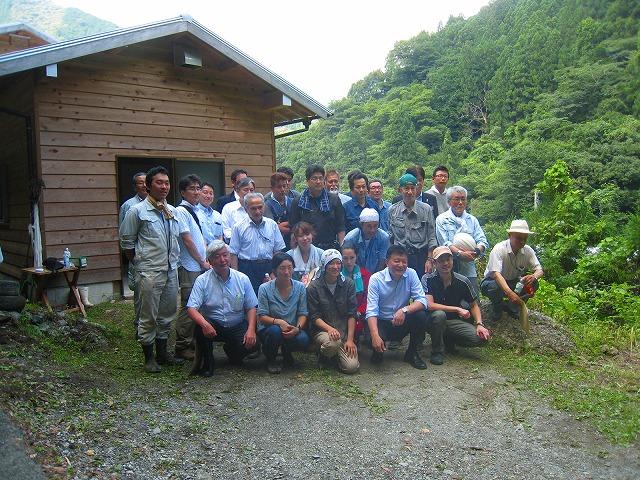 新藤総務相が自伐型林業の現場を視察_a0051539_3225678.jpg