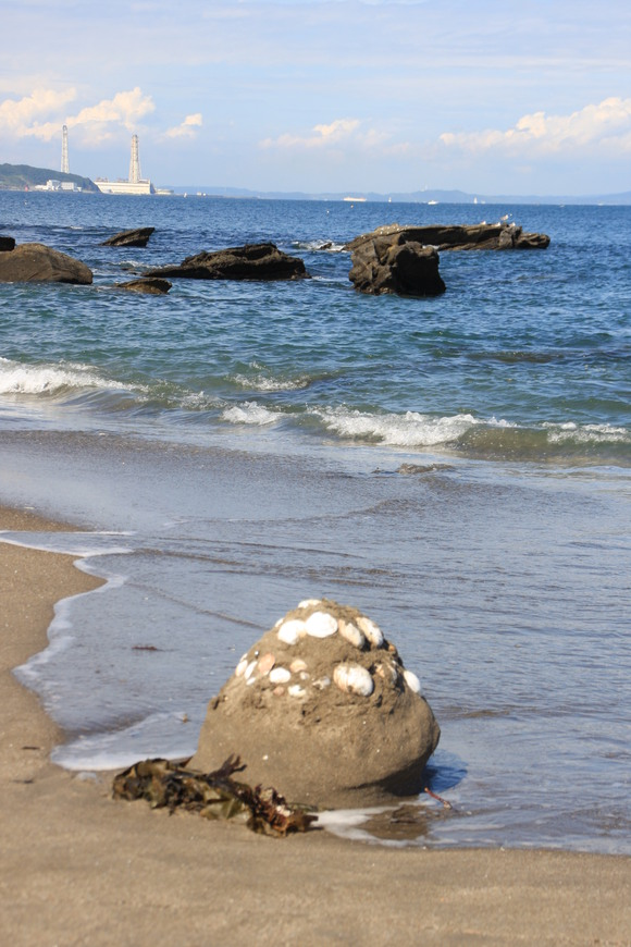SKY130710 砂で作った作品も、いつの間にか波に洗われて元に戻ってゆく_d0288367_7484596.jpg