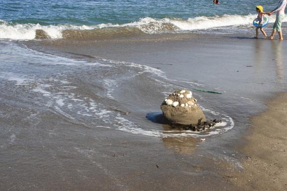 SKY130710 砂で作った作品も、いつの間にか波に洗われて元に戻ってゆく_d0288367_7484974.jpg