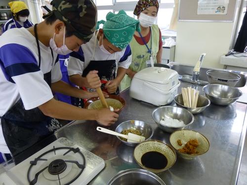 中学校の調理実習に参加してきました!_c0238069_11305846.jpg