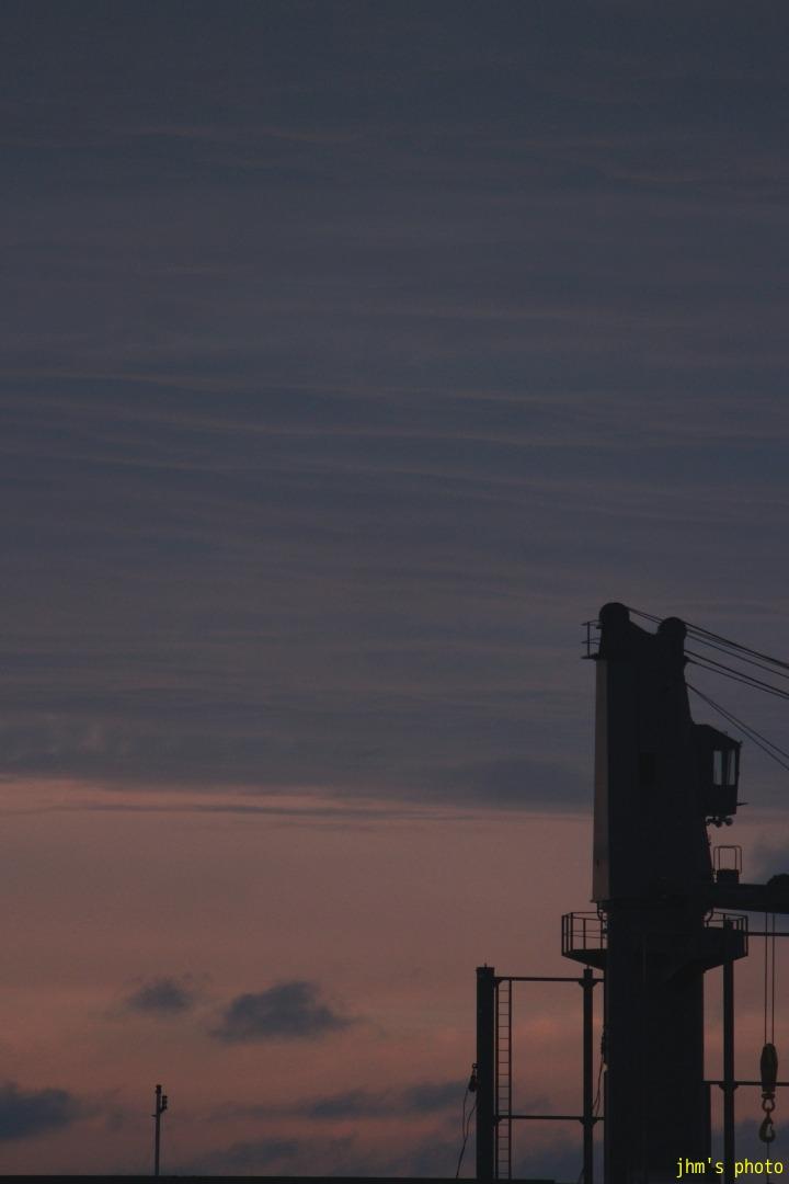 変な雲、そしてきれいな夕陽_a0158797_2326632.jpg