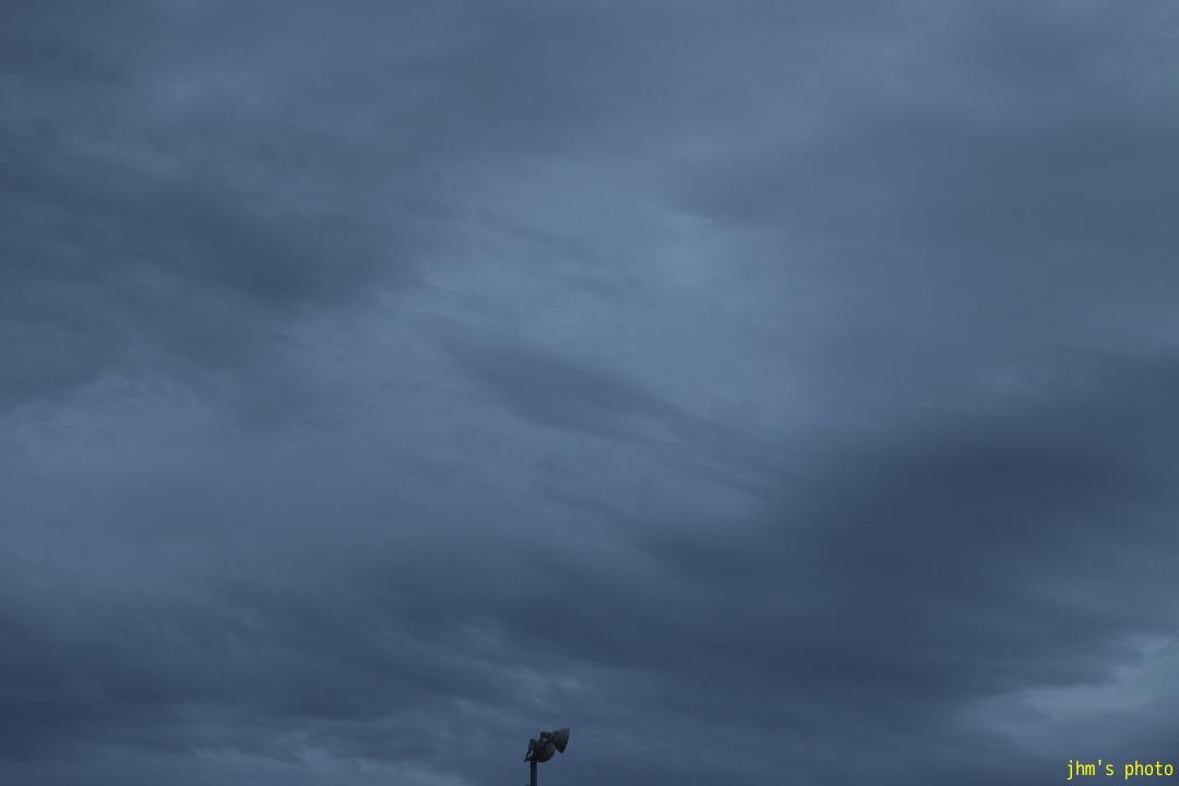 変な雲、そしてきれいな夕陽_a0158797_23283885.jpg