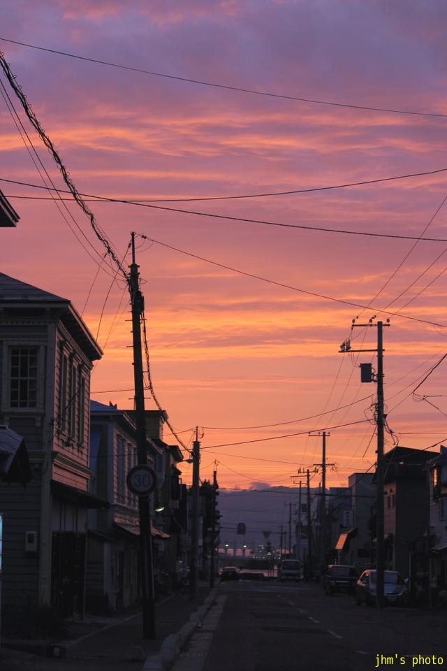 変な雲、そしてきれいな夕陽_a0158797_23304524.jpg
