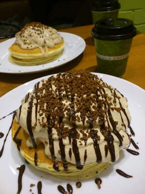 HONOLULU COFFEE コナコーヒークリームパンケーキ_b0119719_2228544.jpg