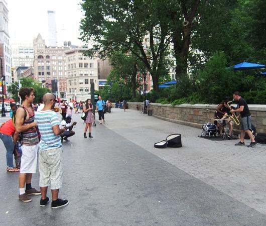 青空市場がない日のニューヨークのユニオン・スクエア風景_b0007805_1937458.jpg