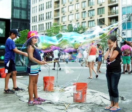 青空市場がない日のニューヨークのユニオン・スクエア風景_b0007805_19381730.jpg