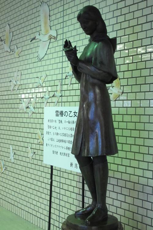 三美神像&雪椿の乙女像_c0075701_22414355.jpg