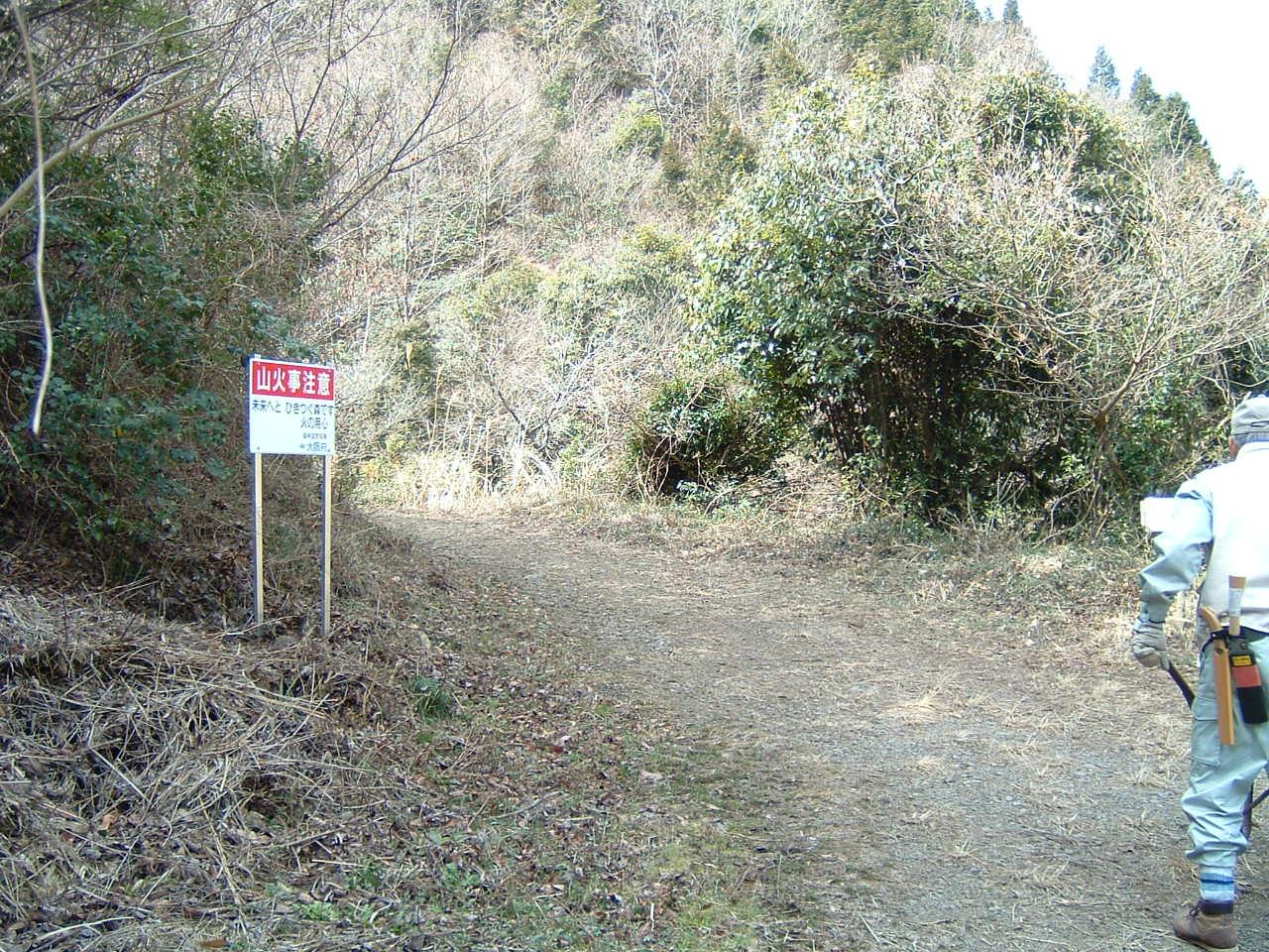 孝子の森の畑造成&展望台にベンチ設置_c0239329_1283537.jpg