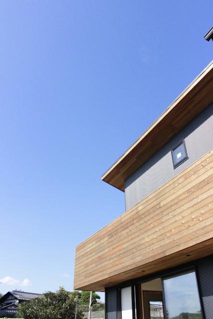 「緑豊かな高台に建つ二世帯住宅」景色との調和_f0170331_18171390.jpg