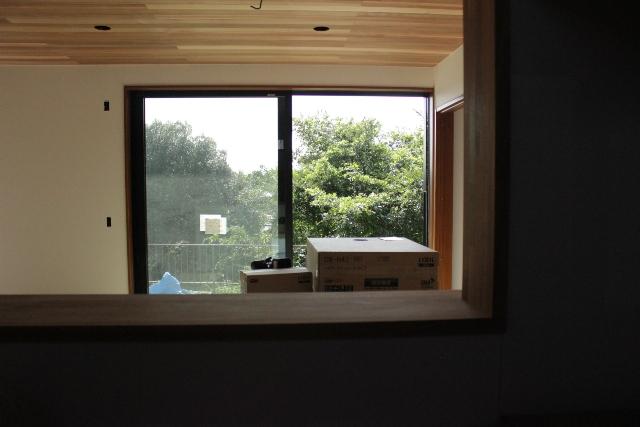「緑豊かな高台に建つ二世帯住宅」景色との調和_f0170331_18183441.jpg