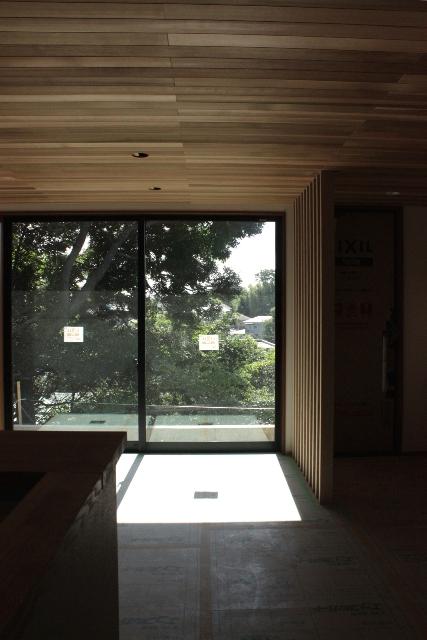 「緑豊かな高台に建つ二世帯住宅」景色との調和_f0170331_18185822.jpg