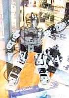 22歳の女性がはじめたNY唯一のロボットなどのハイテク玩具店、Tinkersphere_b0007805_21121275.jpg