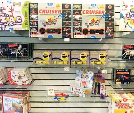 22歳の女性がはじめたNY唯一のロボットなどのハイテク玩具店、Tinkersphere_b0007805_21123365.jpg