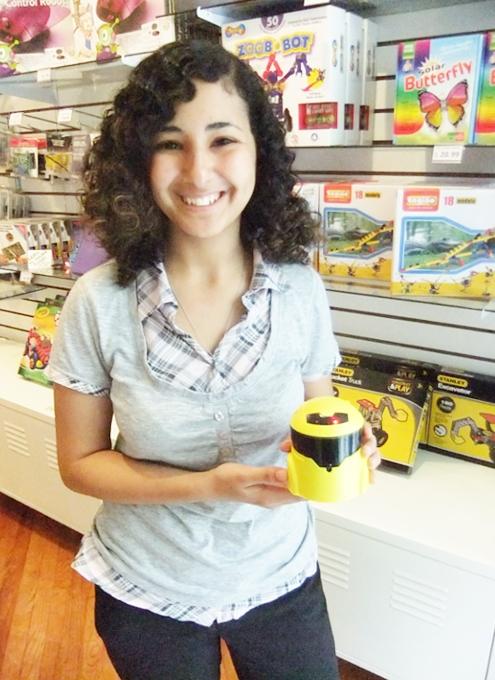 22歳の女性がはじめたNY唯一のロボットなどのハイテク玩具店、Tinkersphere_b0007805_21131388.jpg