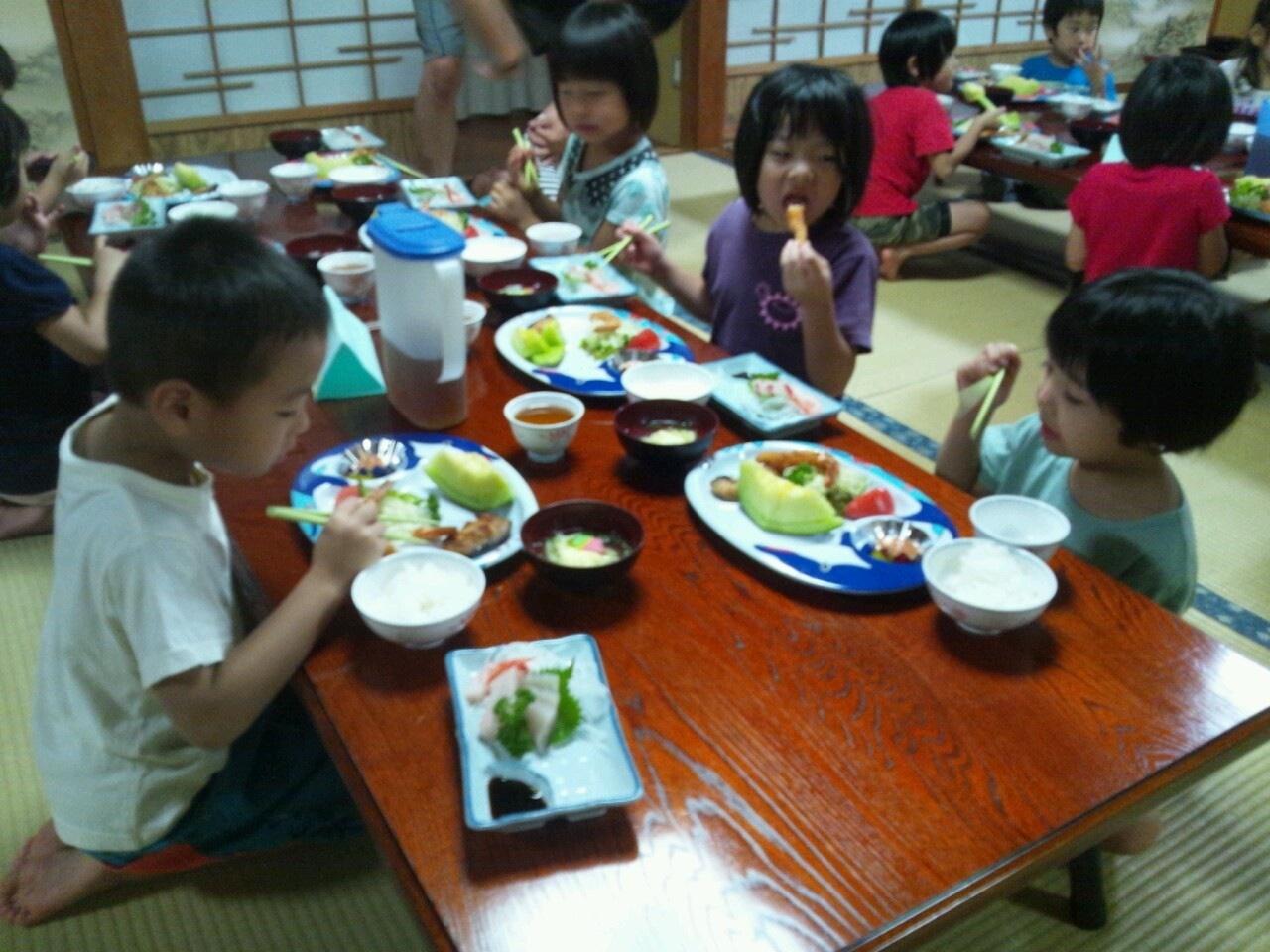 海合宿3 いまから晩御飯です♪_c0151262_19181792.jpg