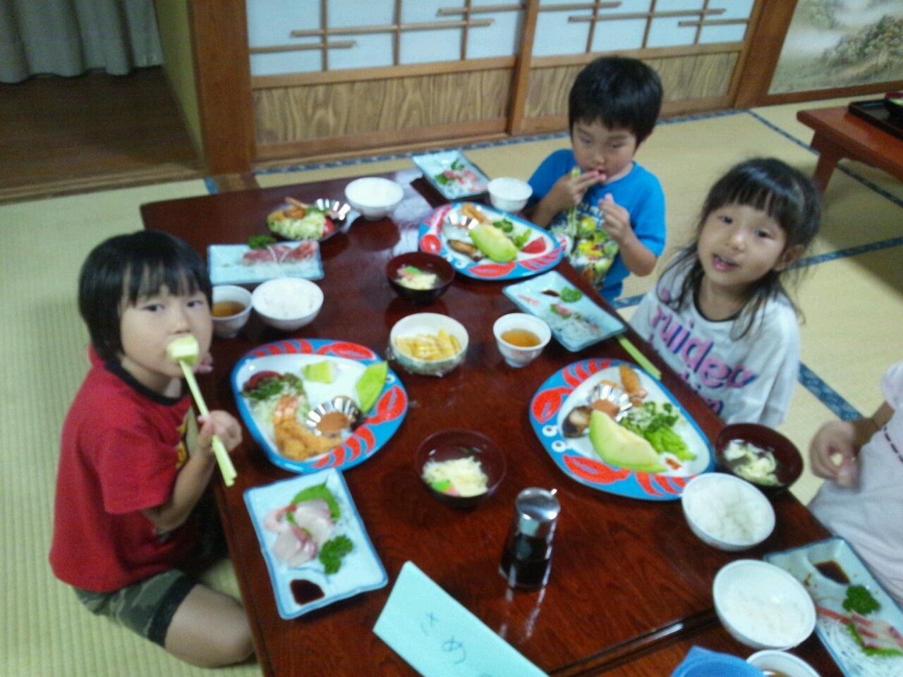 海合宿3 いまから晩御飯です♪_c0151262_19183969.jpg