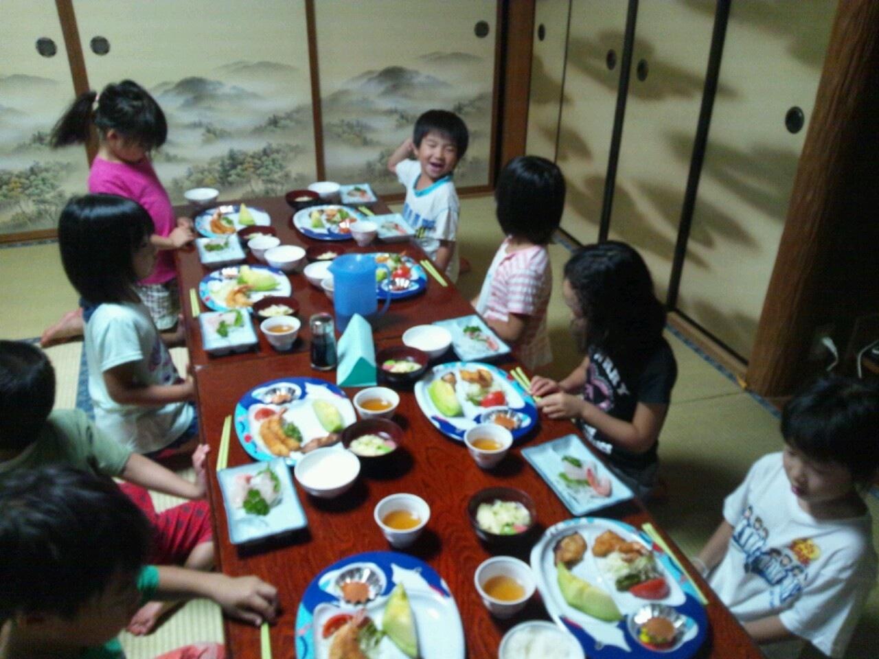 海合宿3 いまから晩御飯です♪_c0151262_1919999.jpg