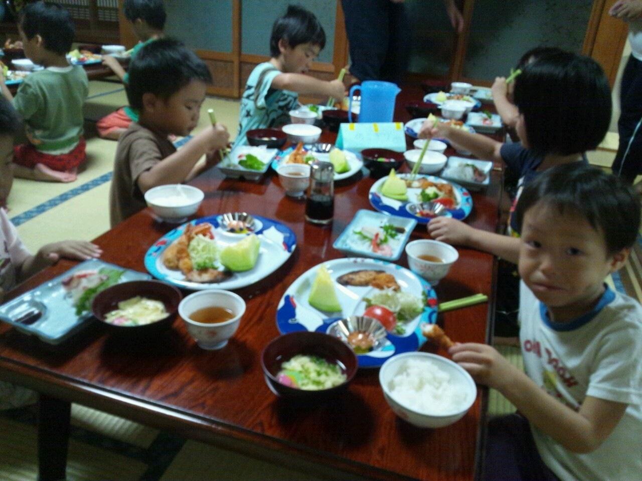 海合宿3 いまから晩御飯です♪_c0151262_1920077.jpg