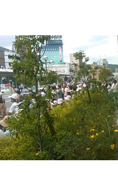 JR宝塚駅前・・・市田書記局長のお話に耳を傾ける 0^-^0_f0061067_11151252.jpg