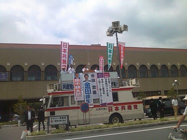 JR宝塚駅前・・・市田書記局長のお話に耳を傾ける 0^-^0_f0061067_11151253.jpg