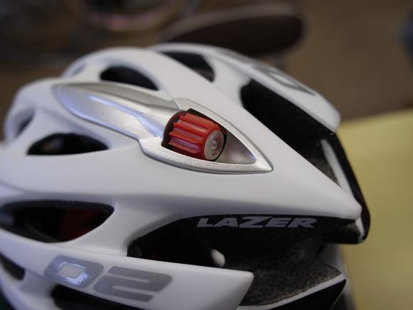 自転車の 自転車 マットカラー : 赤いダイヤルの中の白い ...