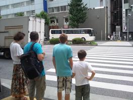 ついに中国客が戻って来た!?(ツアーバス路駐台数調査 2013年7月) _b0235153_13544474.jpg