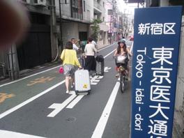ついに中国客が戻って来た!?(ツアーバス路駐台数調査 2013年7月) _b0235153_13545430.jpg