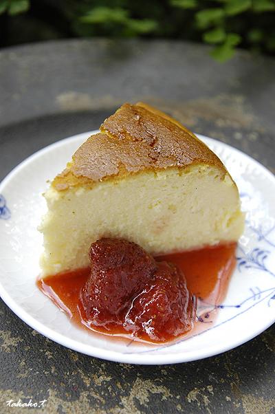 手作りNYチーズケーキ with イチゴソース☆_c0070460_1745659.jpg