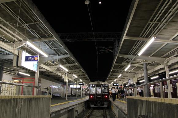 阪急箕面駅 夜 1日の終わり・・_d0202264_22561929.jpg