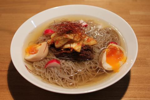 牛すね肉の醤油煮と韓国風冷麺で、ダイエットは明日から。_a0223786_1045237.jpg