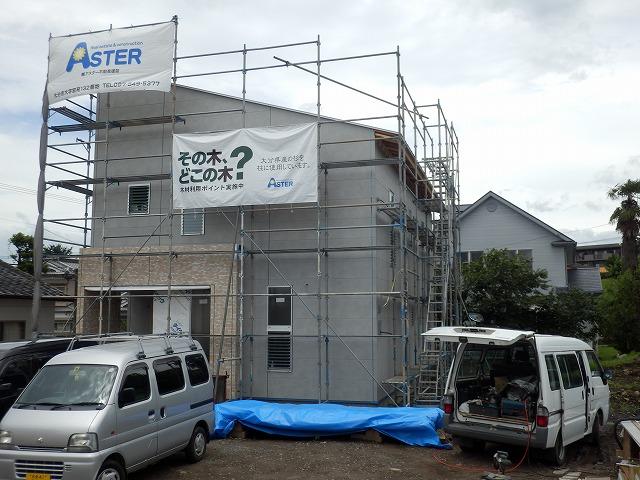 現在3現場を建築中、2現場が近々棟上げします。_e0266187_1044463.jpg