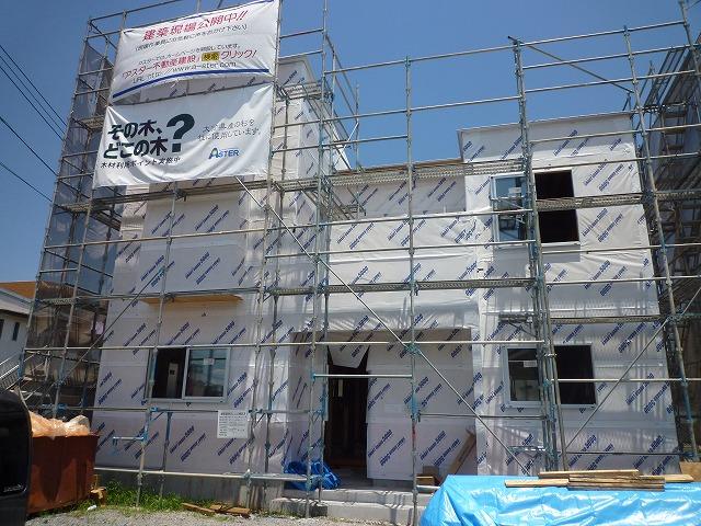 現在3現場を建築中、2現場が近々棟上げします。_e0266187_10453249.jpg