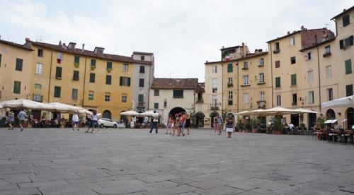 フィレンツェから日帰りで行く街~ルッカ_f0106597_1552445.jpg