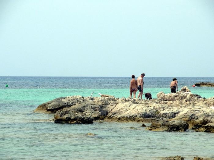 フォルメンテーラ島のビーチへ_d0116009_1034918.jpg