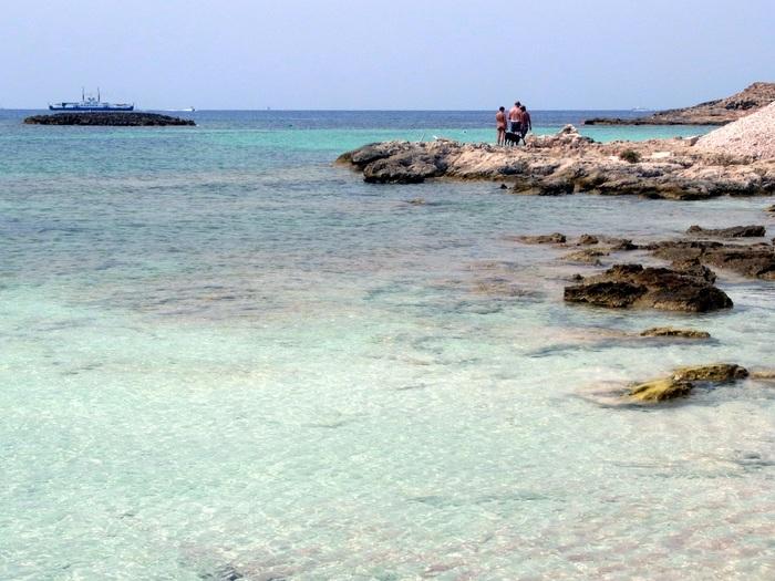 フォルメンテーラ島のビーチへ_d0116009_959263.jpg