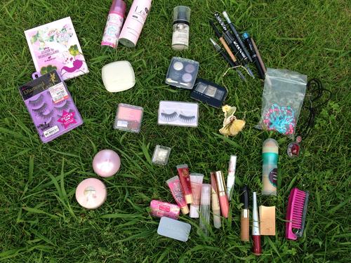 ブロードウェイ屋上で化粧品をぶちまける_d0119642_11423867.jpg