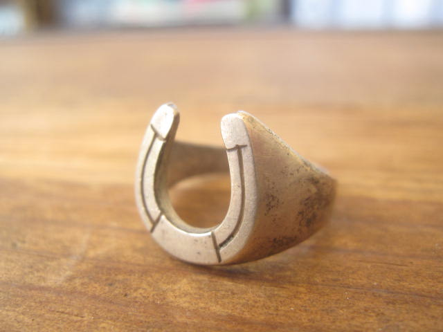 Antique Horseshoe Ring!!_d0098545_1285954.jpg